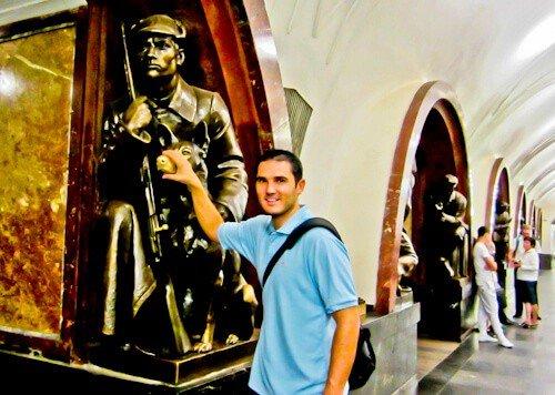 Ploshchad Revolyutsii metro station, Moscow
