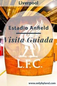 Una visita guiada al Estadio Anfield en Liverpool.  Tour al estadio.