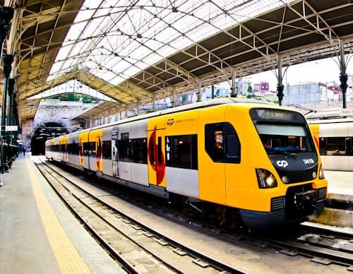 Train from Lisbon to Porto