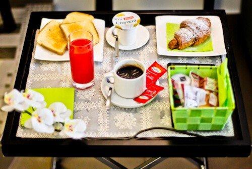 Barbarella Suite, Naples, Breakfast in bed
