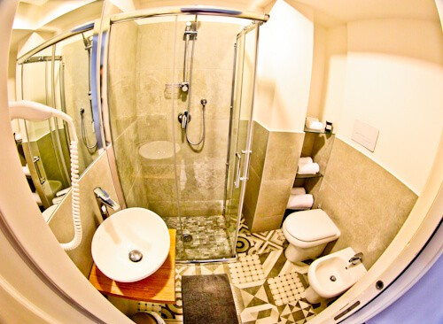 Barbarella Suite, Naples, Emotion Suite, guest bathroom