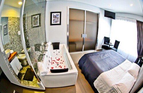 Barbarella Suite, Naples, Hydro Suite