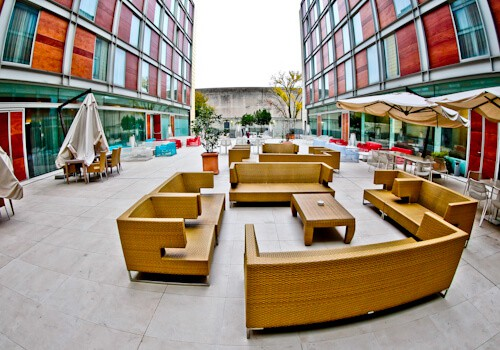 DoubleTree by Hilton Milan- Patio seating area