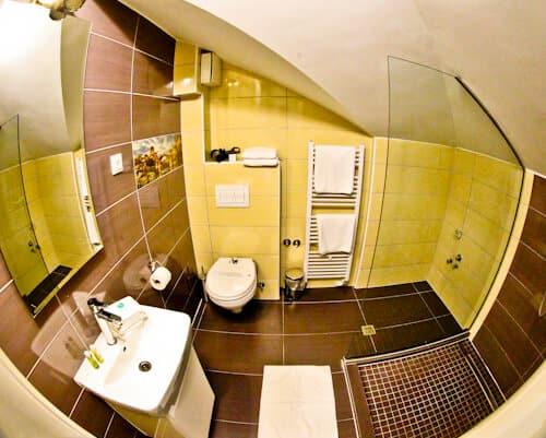 Hotel Kapetanovina Mostar, en suite bathroom