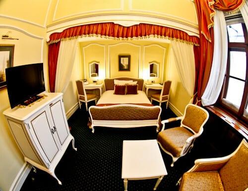 Hotel Leopold I, Novi Sad, historic guest room