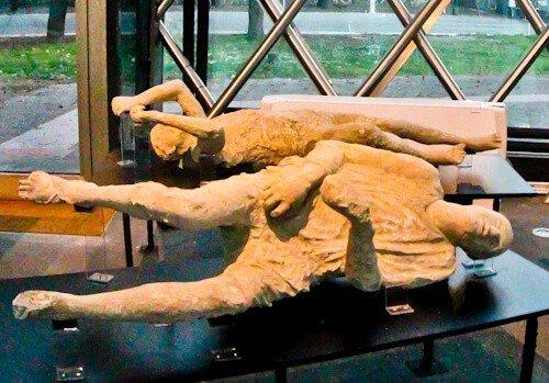 mummified bodies in ancient Pompeii