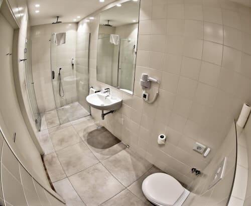 Belgrade Inn, Serbia - Travel Blogger Review, guest en suite bathroom