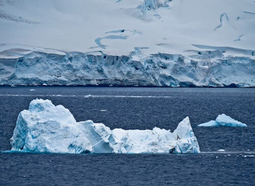 Visit Antarctica - Icebergs and Glaciers in Paradise Bay