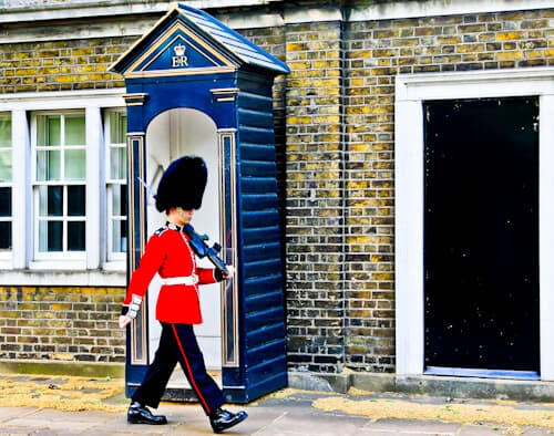 London Landmarks - Queen's Guard