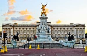 London Landmarks - Buckingham Palace
