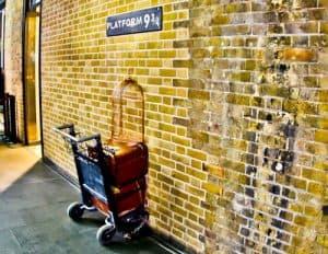 London Landmarks - Kings Cross Platform 9 3/4 Harry Potter