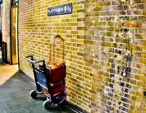London Landmarks - Kings Cross Platform 9 3/4 Harry Potter