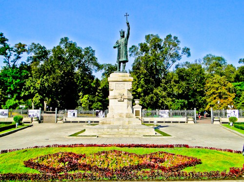 Things to do in Chisinau - Stefan cel Mare Central Park