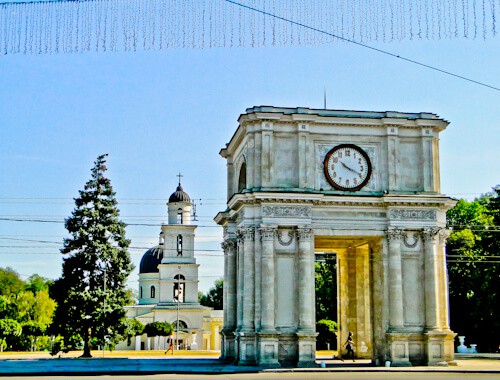 Things to do in Chisinau - Triumphal Arch