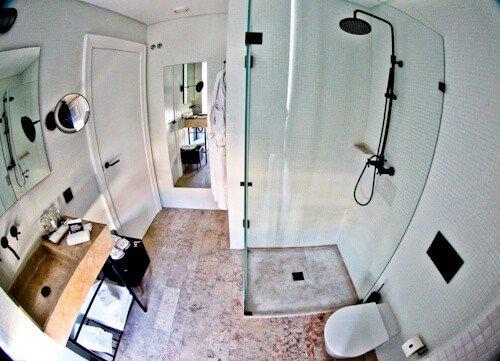 1908 Lisboa Hotel - Square room bathroom