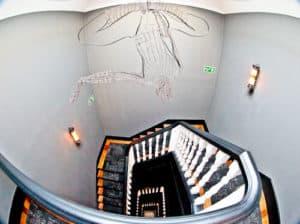 1908 Lisboa Hotel - Staircase vs elevator shaft