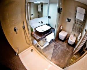 Hotel Forum Pompei - guest bathroom