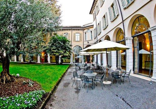 Centro Pastorale Paolo VI Brescia - gardens and patio
