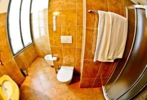 Centro Pastorale Paolo VI Brescia - guest bathroom