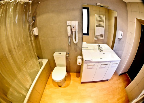 Hotel Heliot Toulouse, en suite bathroom