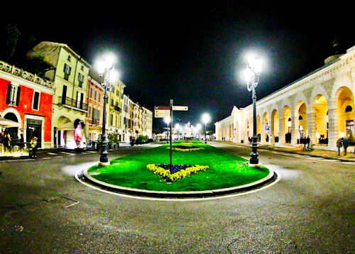 Piazzale Arnaldo, nightlife in Brescia