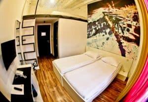 Art Hotel Like Zagreb - guest room