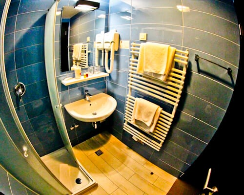 Art Hotel Like Zagreb - guest bathroom