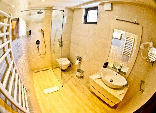Hotel Kadmo, Budva, Montenegro, en suite bathroom