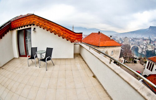 Hotel Kapetanovina Mostar, balcony with view of Stary Most