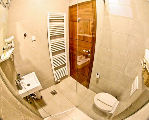 Hotel Logavina 8, Sarajevo - en suite bathroom