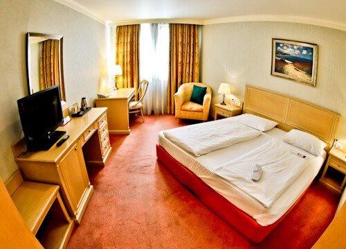 Hotel Sofia - The Maison Sofia Hotel Bulgaria - Ensuite guest room