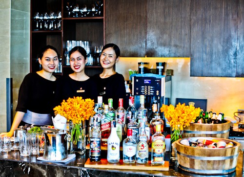 Bangkok Hotels - Amari Watergate Hotel - Pratunam - Friendly, English Speaking Staff