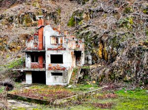 Srebrenica - Things to do in Srebrenica - Destroyed and abandoned buildings