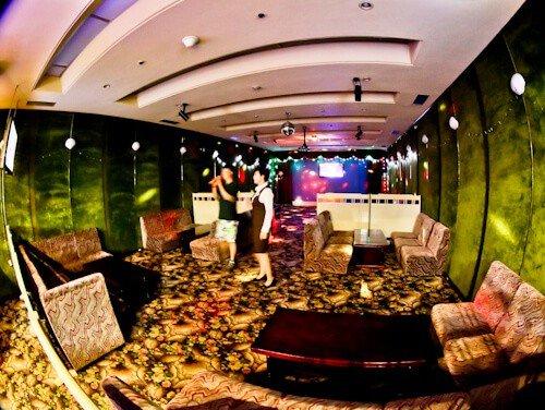 Hotel Yanggakdo - Pyongyang hotel North Korea - Karaoke