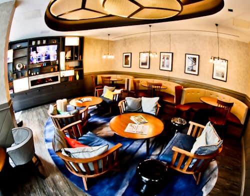 South Point Suite - London Bridge Hotel - Guest Living Room