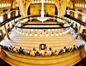 Things to do in Bahrain - Al Fateh Grand Mosque praying time
