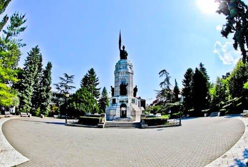 Things to do in Veliko Tarnovo Bulgaria - Monument of Mother Bulgaria