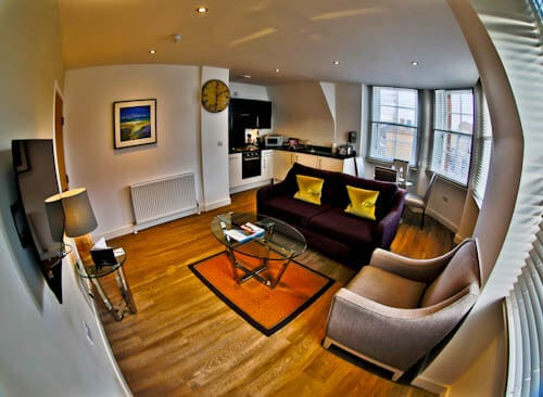 Serviced Apartments Edinburgh - Braid Apartments by Mansley - Lounge and Kitchen