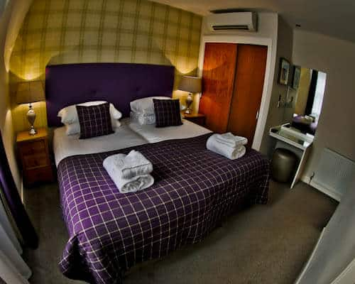 Serviced Apartments Edinburgh - Braid Apartments by Mansley - En Suite Bedroom