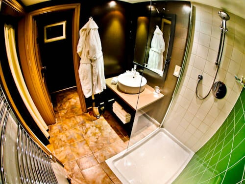Feathers Hotel Woodstock - En Suite Bathroom