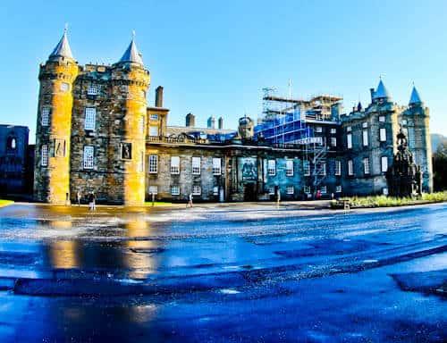Edinburgh Landmarks + Top Instagram Spots - Holyrood Palace