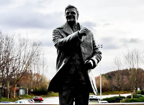 Elland Road Stadium Tour - Leeds United - Don Revie Statue