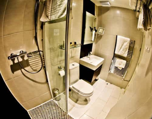 Strozzi Palace - Serviced Apartments Cheltenham - Guest Bathroom