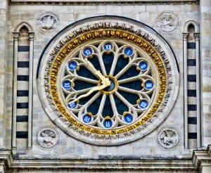 15 Reasons to Visit Saint Denis Basilica - Clock