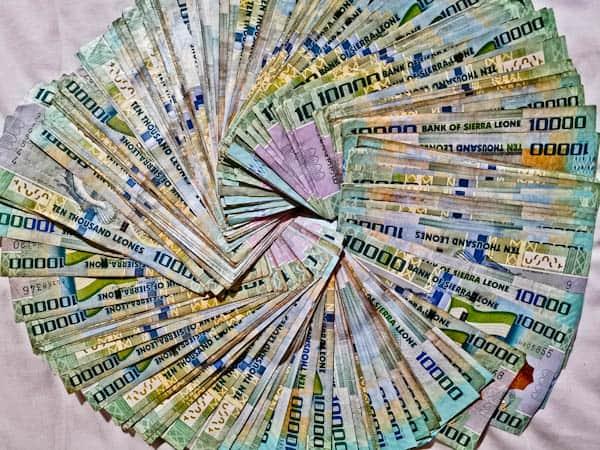 Money in Freetown Sierra Leone - Leones