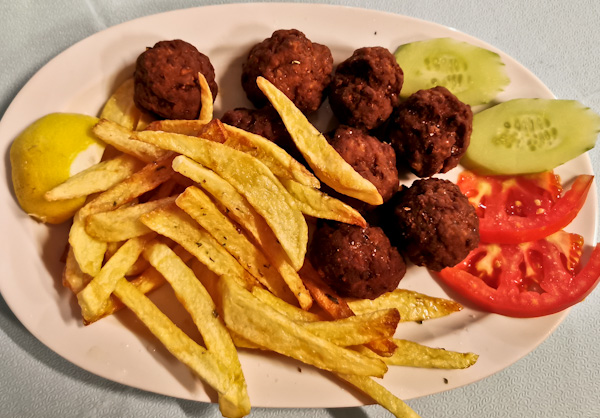 Ammos Meatball with chips